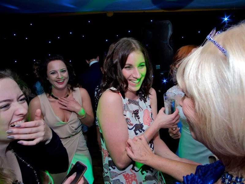 Yorkshire DJ Beats Happy Dancing
